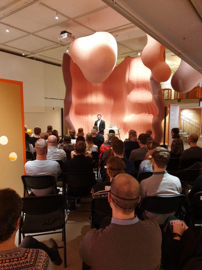 Fatmir Seremeti föreläser på IKEA Museum.